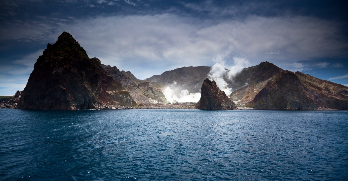 https://cdn.passporthealthglobal.com/wp-content/uploads/2019/01/Volcano-New-Zealand-1.jpg?x50872